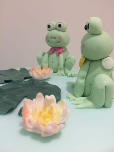cute fondant frogs